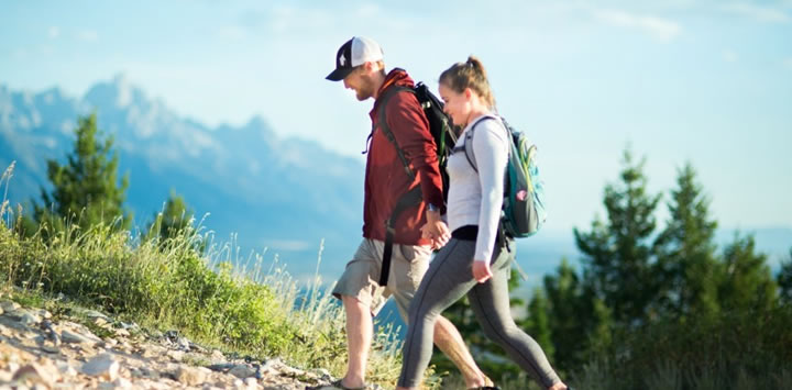 couple-hiking